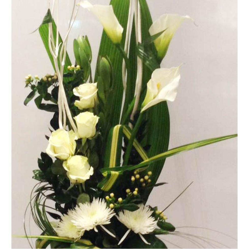 Espace Vert Fleuriste Tall Bouquet Using White Flowers
